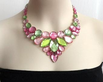 collier de tulle - rose clair, rose, péridot vert clair et vert collier plastron