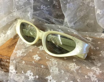 Totally Mid Century Signed Cool Ray Polaroid White Sunglasses 1950's 1960's Plastic Celluloid Plastic Lenses Cats Eye Shape Etched Design AP