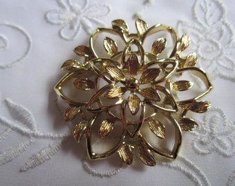 Vintage Sarah Coventry Gold Tone Flowered and Leafed Brooch