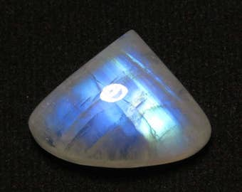 Rainbow Moonstone - Heart Shape Cabochon size  - 14x19 mm  - weight - 14.25 crt