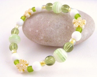 Green and Yellow Medium Girls Stretch Bracelet with Yellow Flowers, GBM 107