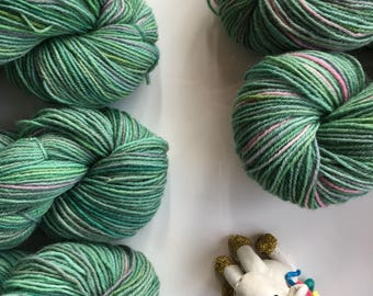 Green pink handdyed yarn, 5-ply guernsey, light worsted, 100 g, 220 metres, pure British wool, green and pink hand-painted skein - ROSEBUD