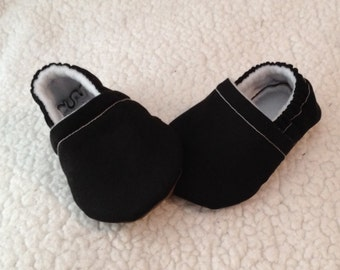 Baby Booties in Black, Crib shoes,  Baby Gift