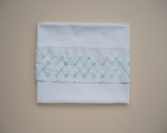Flat sheet with blue flowers embroidery