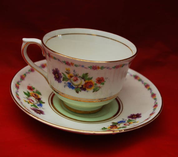Colclough Tea cup and saucer- Fine Bone China pink  Floral flower