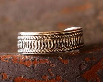 Laurel Print Toe Ring, Sterling Silver Toe Ring, Adjustable Toe Ring, Roman Ring, Sterling Silver Ring, Sterling Silver Jewellery