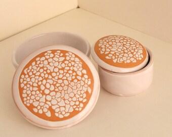 Couple caskets. Ceramic. Floral Engraving