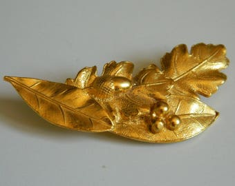 Oak leaves and acorn gold brooch - Gold tone metal brooch - Museum of Paris -