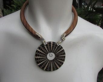 Wood Bead Shell Choker collar Necklace Hippie Boho