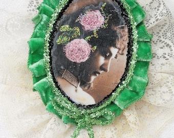 with or without lace... 2 versions = 2 prices - handmade pendant, retro portrait, vintage woman, romantic pendant