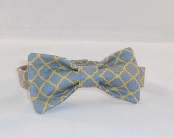 Boy's Gray And Yellow Quatrefoil Adjustable Bow Tie