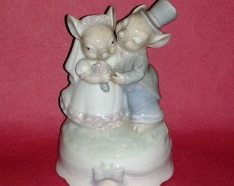 """Rare PIGGY WEDDING Figurine Music Box ~ Plays """"As Time Goes By"""" Very Rare HTF Porcelain Collectible"""