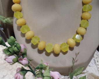 One strand beaded faceted yellow jade and lemon quartz necklace