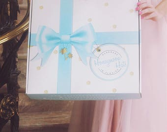 ADD-ON: Exclusive Custom Honeymoon Hats™ Gift Hat Box