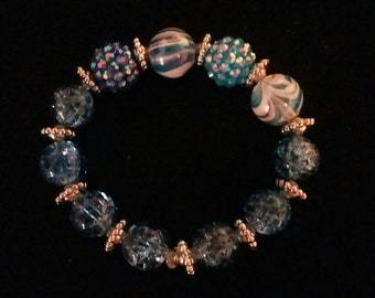 Blue acrylic and glass bead elastic bracelet