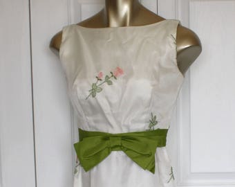 1960s White Floral Formal Party Dress . Vintage 60s Long Maxi Satin & Embroidered Flowers Sleeveless Dress . Size 0 Size Extra Small