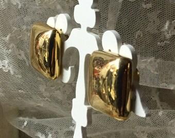 Bold Gold Tone Geometric Earrings Unsigned Clip On 1970's 1980's Shiny Finish Career Wear Simple Design Feminine Woman