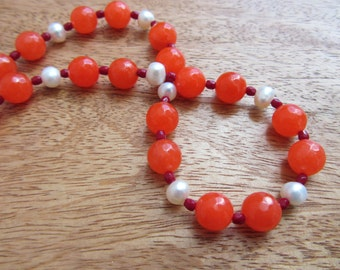Glowing necklace with strawberry-red jade beads, white freshwater pearls and garnet-red glass beads