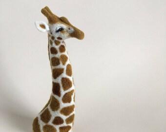 Giraffe Finger Puppet. Giraffe Decor. Safari Decor. Needle Felted Animal. Safari Themed Nursery Decor. Needle Felted Giraffe. Baby Shower.