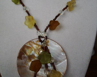 Shell Flower Necklace 30 inches long