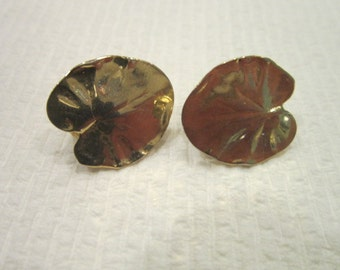 Vintage Beautiful Gold Tone Lilly Pad Clip on Earrings