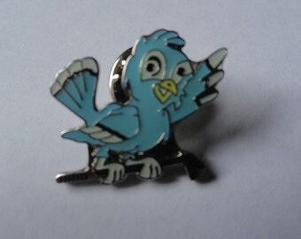 Vintage Blue Bird Golf Club Brooch Pin