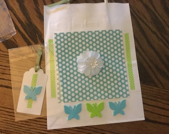 Polka dots flower and butterflies gift bag with tag and tissue