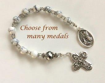 White Howlite Chaplet, Saint Medal Chaplet, Personal Chaplet, Pocket Rosary, White Bead One Decade Rosary, Gemstone Catholic Chaplet