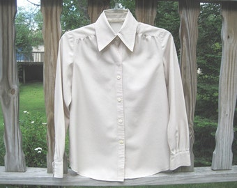Long Sleeve Beige Blouse. Classic Style and Cut. Size PS. Easy care, Non-wrinkle.