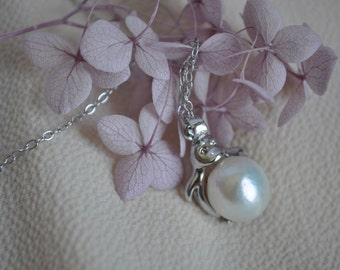 18K White Gold Plated Sterling Silver with White Fresh Water Pearl Pendant Necklace