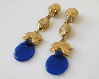 VINTAGE EARRINGS - Metal Pointu's Paris gold tone and blue glass earrings from France