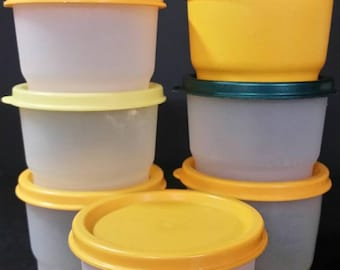 Vintage tupperware snack cups, with lids.  Set of 7