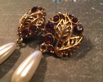 Vintage Earrings, Glam Earrings 1940's with a pearl like drop