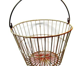 VINTAGE EGG BASKET / Pale Pink / Metal Wire Farm Gathering Basket