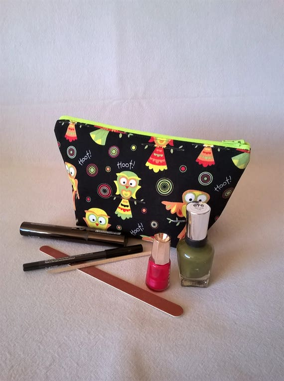 S- 591 Twit-twoo! makeup bag. Owl design,all cotton.