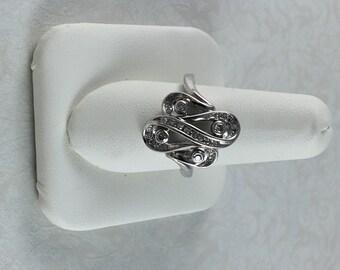 10k white gold wavy diamond fashion ring