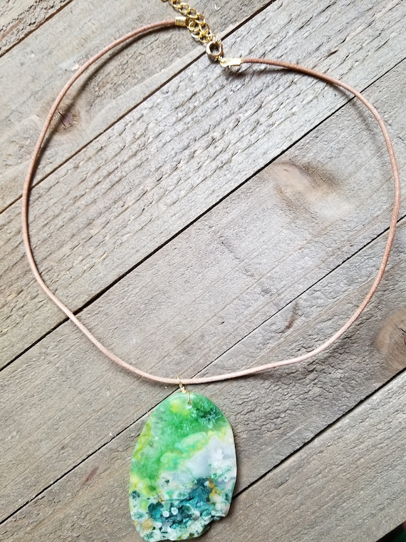 Green Agate Crystal Stone Gem Rock Necklace Leather Earth Jewelry