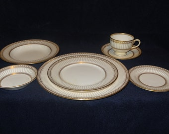 Wedgwood Colonnade Gold - 52 pieces