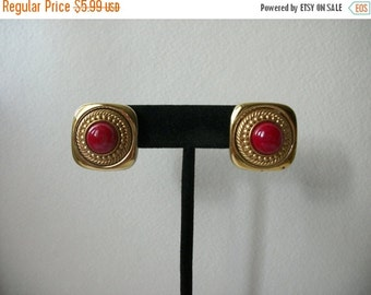 ON SALE Vintage Gold Red Earrings Clip On 658