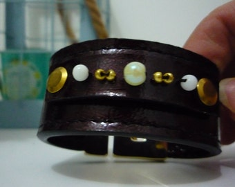 Leather Cuff Bracelet (top Pearl) Burgundy / shiny