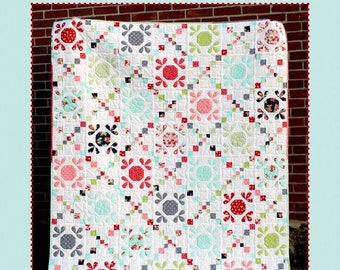Daisy Bee Quilt Pattern by Stitchin Sisters