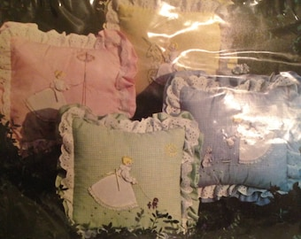 1979 Yours Truly Quaint Anne Pillow Kit