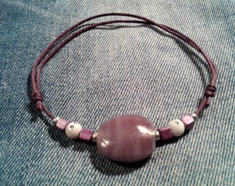 Bracelet sliding knot in purple waxed cotton thread