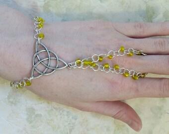 Trinity/triquetra knot wrist-flower/slave bracelet/beaded chain /hand jewelry /bracelet ring /Celtic /renn faire / pagan/ hippie/ Wicca/ wit