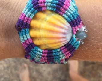 Sunrise shell macrame bracelet