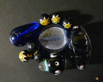 Lot of 10 pieces blue, black, Indian glass beads