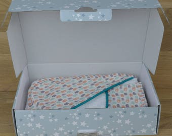 Box out of tub, glove, gift box