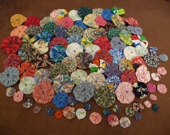 Yoyo, Yoyo Lot, Random Sizes, Handmade, 100 Assorted Sizes, Yoyos from 5/8 inch up to 2 inch, Vintage and Newer Fabric, Sewing Supplies,Cute