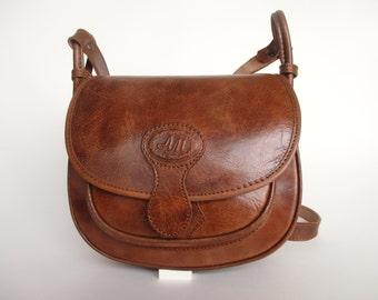Handmade cross body purse / women messenger bag, carrier shoulderbag, in cognac leather
