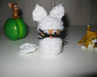 figurine white kitten